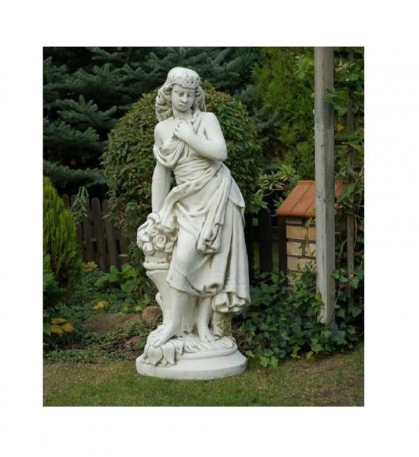 Скульптура обнаженной девушки