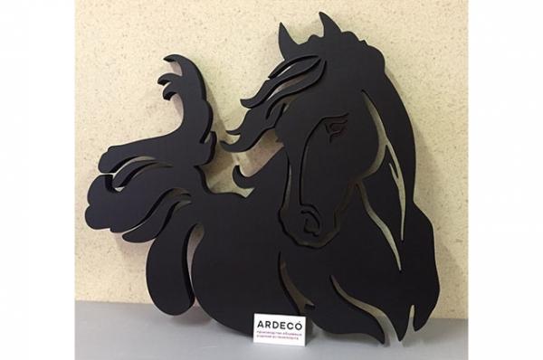 логотип в интерьер, конь.