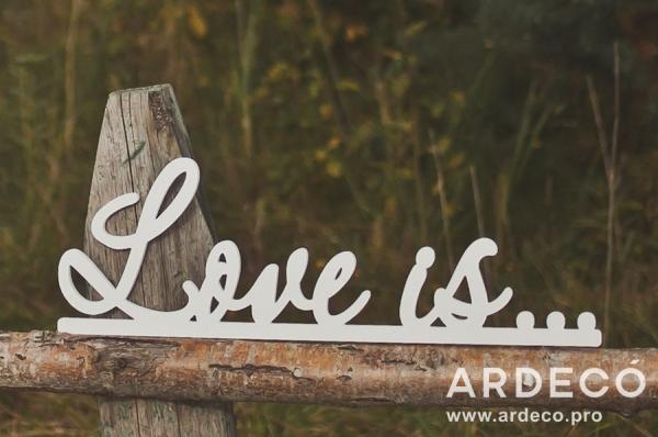"""Объемная надпись """"Любовь это..."""""""