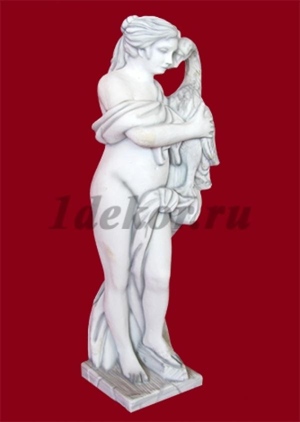 Скульптура из бетона для сада Девушка с гусем