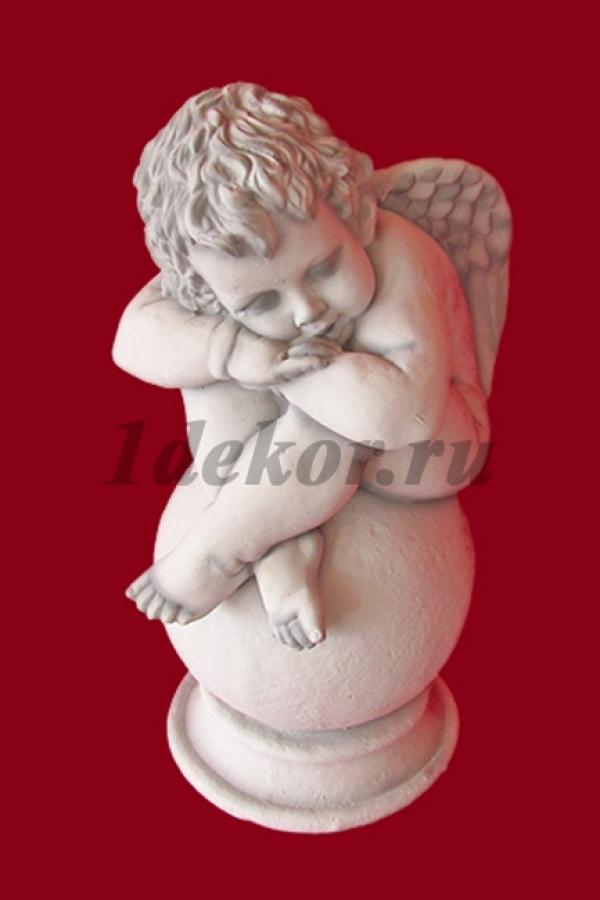 Скульптура из бетона Ангел на шаре